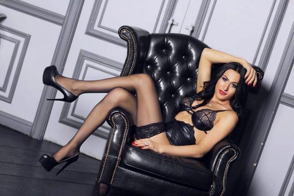 Карина — проститутка для девушек