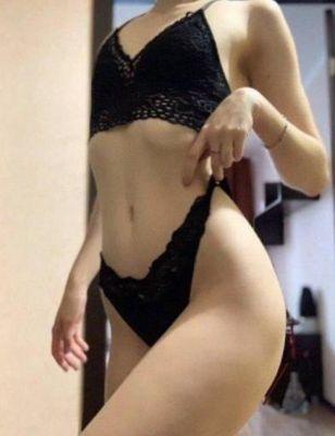 Регина — проститутка с большими формами, 19 лет